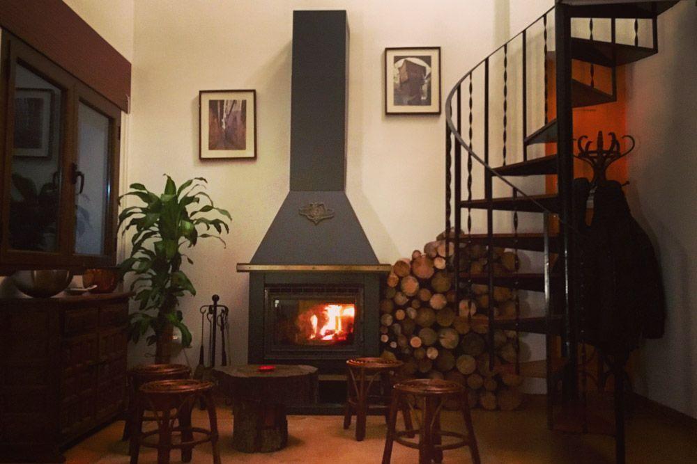 Fotografía de la chimenea en Sandstone Guest House Albarracin