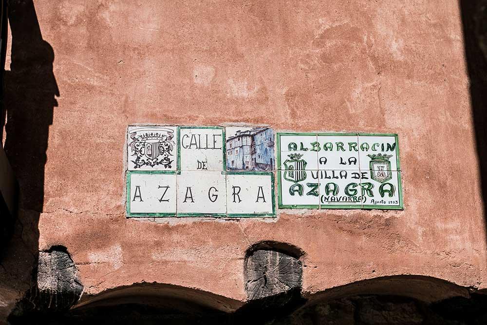 Imagen del cartel de la calle Azagra en Albarracin