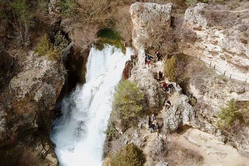 Fotografia del acceso de la cascada de Calomarde