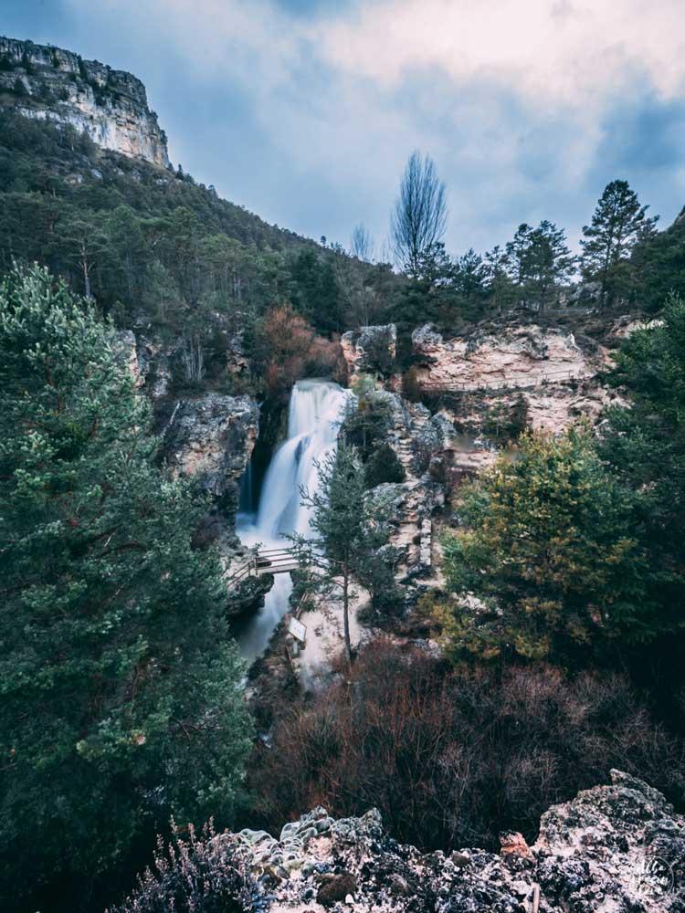 Fotografía panoramica de la cascada batida de Calomarde