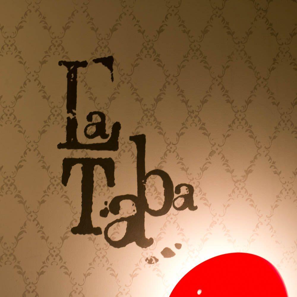 Fotografía del logotipo de la taba