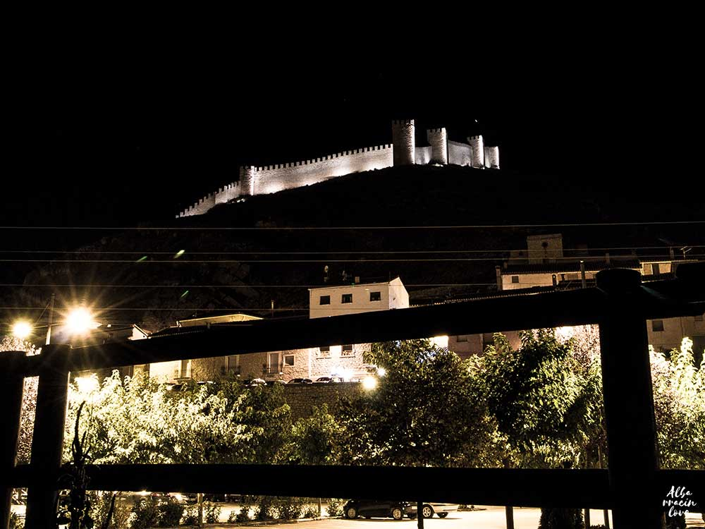 Fotografia de las Murallas de Albarracin por la noche
