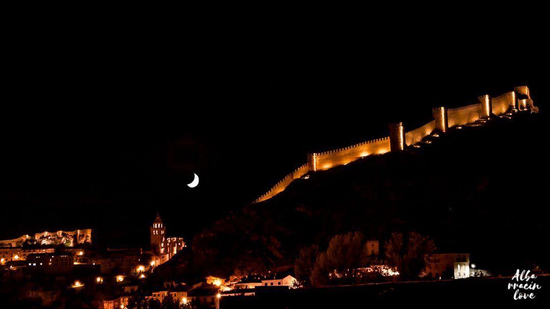 Fotografía Nocturna de las murallas de Albarracin