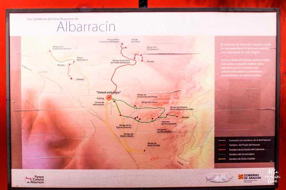 Cartel indicativo de los senderos naturales en  Pinares de rodeno