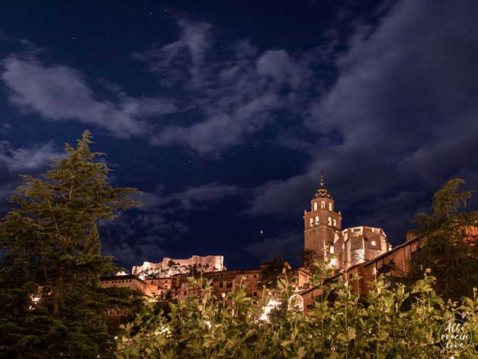 plan10-albarracin-noche-catedral-castillo