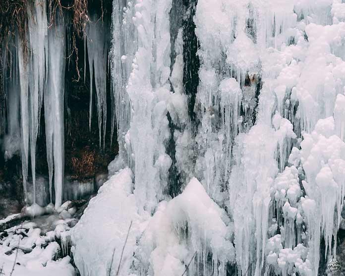 Fotografía del Detalle del hielo en la Cascada batida de Calomarde, en la Sierra de Albarracin