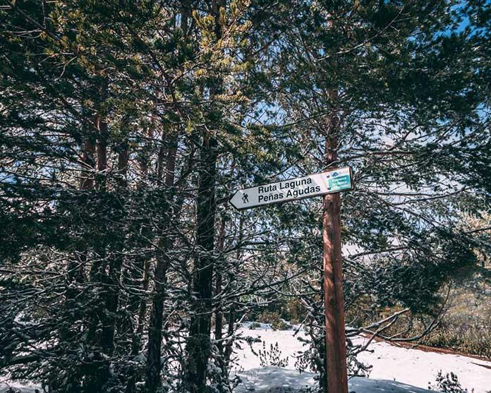 Fotografía del cartel de la ruta de senderismo Peñas Agudas