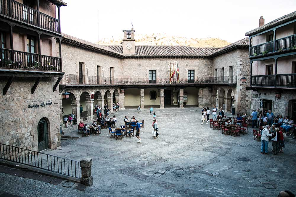 plaza-mayor-albarracin-calles-historicas