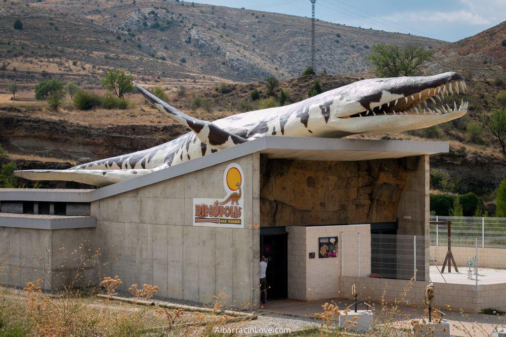 Fotografía del edificio de Dinopolis en Albarracin