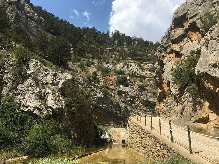 Imagen de la ruta de pasarelas en Calomarde